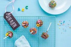ABC-Cake Pops zur Einschulung 5 Cake Pops, Food And Drink, Kindergarten, David, Desserts, Crafting, Cute Baking, Cooking, School Kids