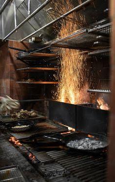 Restaurant Kitchen Design, Grill Restaurant, Restaurant Interior Design, Outdoor Kitchen Bars, Backyard Kitchen, Outdoor Kitchen Design, Wood Grill, Bbq Grill, Grilling