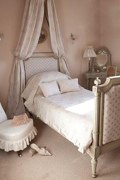 Rew Elliott: Chateau: #blush bedroom