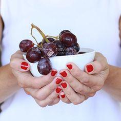 EAT HEALTHY Purple grapes