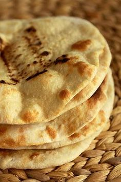 Lebanese people eat a whole lot of bread, pita bread that is. This bread is eaten along with or as a part of nearly every meal, and can be used to make sandwiches as snacks. Naan, Pain Pita, My Recipes, Favorite Recipes, Food Porn, Good Food, Yummy Food, Eastern Cuisine, Vegan Bread