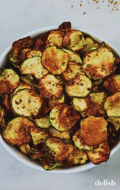 These Cool Ranch Zucchini Chips Are Like Low-Carb DoritosDelish Gourmet Recipes, Low Carb Recipes, Appetizer Recipes, Vegetarian Recipes, Cooking Recipes, Healthy Recipes, Appetizers, Dinner Recipes, Lunch Recipes