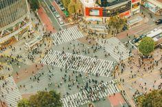 Shibuya 109 Crossing | Quand Ben Thomas, photographe, a visité Tokyo pour la première fois, c'était en 2008 et il fut ébahi face à la taille et à l'échelle de la ville. «La culture, l'architecture, la pop culture sont à une échelle extrême. Cela peut être effrayant, amusant et complexe à la fois», explique-t-il dans une interview par mail.