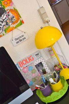 Kontoret - den smukke gule flowerpot lampe..