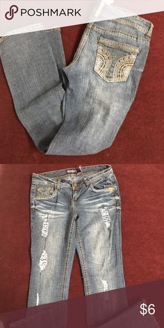 Bongo bootcut jeans This is a pair of size 9 jeans by Bongo they are in good condition have factory distressing on front and cute pockets in back BONGO Jeans Boot Cut