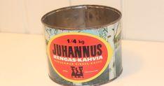 Mainoskuva vuodelta 1961   OTK:n Juhannus Rengas-kahvi-purkki. Valmistettu arviolta 1960-luvun alussa (1). Purkin koko n. 10,5 cm (halk... Coffee Cans, Canning, Drinks, Drinking, Beverages, Home Canning, Drink, Beverage, Conservation