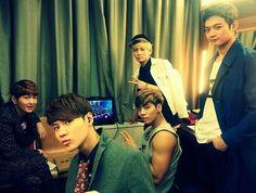 Onew, Taemin, Jonghyun, Key, Minho Omg look at how buff jonghyun's arms r!!!! <-----------I Know Right!