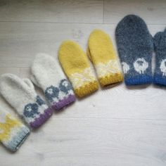 Vis innlegget for mer. Knitting Charts, Knitting Yarn, Mittens Pattern, Knitted Gloves, Knitting For Kids, Knit Crochet, Diy And Crafts, Slippers, Homemade