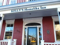 We go for a couple of beers at Kelly's Homelike Inn in Cobourg. Classic atmosphere, good beer and pretty waitress. Best Beer, Ontario, Organize, Canada, School, Outdoor Decor, Ideas, Schools, Thoughts