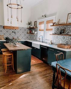 Chic Farmhouse Kitchen Design And Decorating Ideas for Fun Cooking – Home Design Boho Decor Diy, Boho Diy, Kitchen Dining, Kitchen Decor, Kitchen Ideas, Design Kitchen, Gold Kitchen, Kitchen Images, Island Kitchen