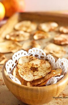 Baked Cinnamon Apple Chips Recipe from @itsyummi
