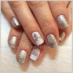 32 Christmas Nail Designs You'll Love > CherryCherryBeauty.com