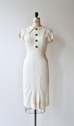 Your place to buy and sell all things handmade : Native Melody dress vintage dress white crepe Vintage Outfits, Robes Vintage, Vintage Dresses, Vintage Hats, Vintage Skirt, Etsy Vintage, 1930s Fashion, Retro Fashion, Vintage Fashion