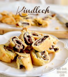 Ooh, Look...: Kindlech strudel - sour cream pastry, nutella, jam and sultanas. Yummy!