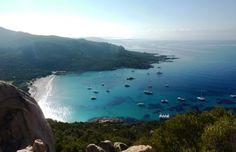RANDONNÉE EN CORSE DE L'OUEST : NOTRE AVENTURE ENTRE MER ET MONTAGNE. Tout est là : la mer et la montagne dans un accord parfait. Bienvenue en Corse !