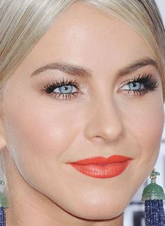 Close-up of Julianne Hough at the 2015 American Music Awards. http://beautyeditor.ca/2015/11/24/american-music-awards-2015