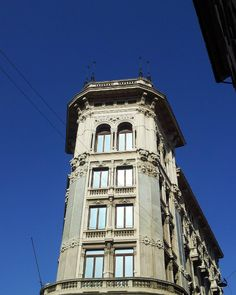 Rounded corner.. #milano #instamilano #quantoseibellamilano #ig_milano #milanocity #ilovemilano #milanodavedere #milanobella #ilbellodimilano #blue #sky #rounded #corner #ig_milan #lovemilano #milano #instamilano #milanodaclick #igmilano #amazing #bellamilano #palazzimilanesi#igersmilano #milanofficial #vivomilano #viveremilano by rumusetto