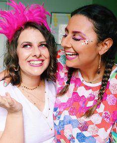 Bom diaaaa! Já está no bloquinho ou nem saiu da cama ainda  #domingodecarnaval #folia #carnaval2020 #bloquinho #folia #bloquinhosp How To Make Hair, Sari, Diy, Instagram, Nails, Fashion, Quick Makeup, Natural Makeup Tips, How To Apply Makeup