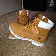 These Timberlands Are In Perfect Condition! There Is Absolutely Nothing Wrong With Them, All Clean! I Just Don'T Ever Wear Them Anymore, They Are Taking Up Space In My Closet! Shoes Boots Timberland, Timberlands Shoes, Sneakers Fashion, Fashion Shoes, Aesthetic Shoes, Hype Shoes, Fresh Shoes, Everyday Shoes, Cute Boots