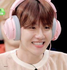Byun Baekhyun beeing so cute is the thing we all need Sehun, Park Chanyeol, Baekhyun Fanart, Exo K, Sungjae And Joy, Korean Boys Ulzzang, Kim Minseok, Exo Memes, Chanbaek