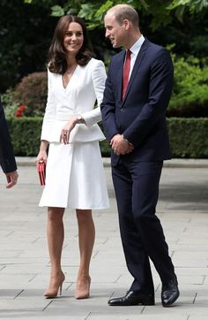 While Prince Harry and Meghan have been extremely tactile, Kate and William are less so. According to body language expert, Robin Kermode, Kate and William 'do not feel the need to prove their love'