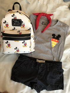 Disney World Outfits, Cute Disney Outfits, Disney Themed Outfits, Disneyland Outfits, Cute Outfits, Disney Clothes, Disneyland Outfit Summer, Hongkong Disneyland Outfit, Disney Vacation Outfits