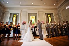 #chicagowedding #chicagoweddingphotos #chicagohistorymuseum #wedding