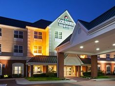 Knoxville (TN) Country Inn & Suites By Carlson Knoxville West TN United States, North America The 2.5-star Country Inn & Suites By Carlson Knoxville West TN offers comfort and convenience whether you're on business or holiday in Knoxville (TN). The hotel offers a wide range of amenities and perks to ensure you have a great time. Service-minded staff will welcome and guide you at the Country Inn & Suites By Carlson Knoxville West TN. Each guestroom is elegantly furnished and eq...