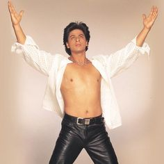 Shah Rukh Khan - Dil to Pagal Hai promotional shot Shahrukh Khan, Karisma Kapoor, Sr K, Good Genes, King Of Hearts, Madhuri Dixit, Anushka Sharma, Bollywood Stars, Cillian Murphy