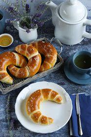 ...konyhán innen - kerten túl...: Vajas kifli Bread Rolls, Bagel, Doughnut, Bread Recipes, Food And Drink, Favorite Recipes, Sweets, Cookies, Baking