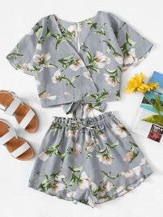 Floral Print Knot Back Top With Shorts -SheIn(Sheinside) Cute Comfy Outfits, Cute Outfits For Kids, Cute Summer Outfits, Outfits For Teens, Pretty Outfits, Girls Fashion Clothes, Teen Fashion Outfits, Look Fashion, Girl Fashion