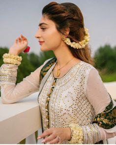 dholki Pakistani Bridal Makeup, Bridal Mehndi Dresses, Desi Wedding Dresses, Pakistani Wedding Outfits, Pakistani Dresses, Wedding Bride, Party Dresses, Girls Dresses, Bridal Makeup Looks