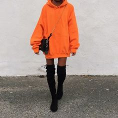 Street Statement Orange Outfits To Rock Your Whole Year – Lupsona Source by karinecousinjs outfits Sweatshirt Outfit, Oversized Hoodie Outfit, Hoodie Outfit Casual, Mode Outfits, Trendy Outfits, Dress Outfits, Fashion Outfits, Party Outfits, Clubbing Outfits