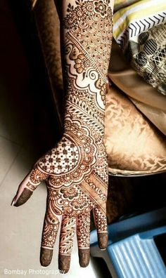 Latest Mehendi Designs for Hands & Legs - Happy Shappy Henna Hand Designs, Mehndi Designs Finger, Indian Henna Designs, Full Hand Mehndi Designs, Mehndi Designs For Girls, Mehndi Designs 2018, Mehndi Designs For Fingers, Wedding Mehndi Designs, Mehndi Design Pictures