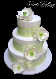 Gorgeous new design! #flowercake #weddinginspiration