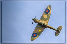 Spitfire Mk 1A P9374 Victory roll perfectly displaying its eliptical wing #flickr #plane #WW2