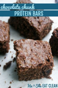 Healthy Chocolate Chunk Protein Bars made with REAL chocolate chunks. SO GOOD. #eatclean #cleaneating #proteinbar #healthyrecipes #heandsheeatclean