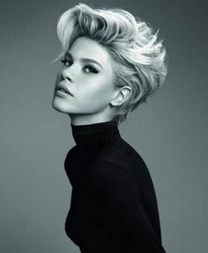 short hair-short hair cuts for women-short hair styles-short hair cuts- thick short hair- textured style- big hair- blonde- dark roots- high fashion
