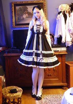 b&w old school lolita ! Beautiful !!! I want to go to a school for Lolita…