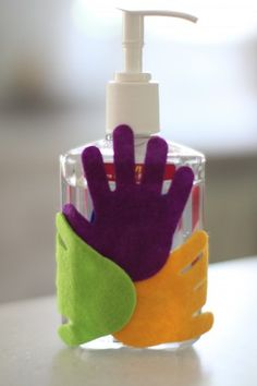 How are germs spread? This simple activity for kids illustrates how germs spread from one person to another. A great way to introduce healthy hand hygiene!