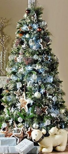 Beautiful Christmas Tree Decorated With Ornaments http://imgsnpics.com/beautiful-christmas-tree-decorated-with-ornaments-85/