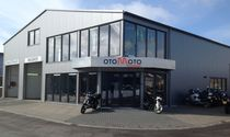 Ons bedrijf in Ten Boer, voor zowel auto's als motoren.