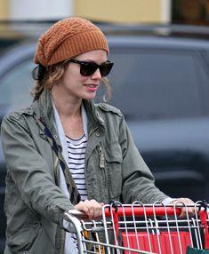 rachel bilson beanie - Google Search Cashmere Beanie, Rachel Bilson, Beanies, Winter Hats, Google Search, Fashion, Moda, Beanie Hats, Fashion Styles