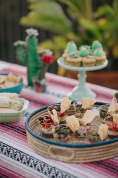 Southwestern BBQ Party Details 7 Layer Dip using @mychinet cups. DIY video on blog.