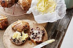 66 decadent desserts for Easter we're loving this year Cross Buns Recipe, Bun Recipe, Easter Bun, How To Make Bread, Bread Making, Hot Cross Buns, Sourdough Recipes, Instant Yeast, How To Double A Recipe