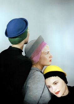 Three models wearing hats with crocheted skull caps by Sally Victor for Leighton Vogue ago 1944 Photo Erwin Blumenfeld Foto Fashion, 1940s Fashion, Fashion History, Fashion Hats, Fashion Top, Style Fashion, Womens Fashion, Mode Bizarre, Mode Editorials