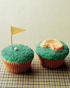 Father's Day Tee Time Golf Cupcakes - you could add some golf tees as toppers too!