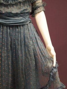 i-dont-wear-dresses:    polka dot dress….