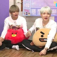 Yoong just wants his hand to be held Min Yoongi Bts, Jimin Jungkook, Bts Taehyung, Bts Vmin, Tsundere, Taekook, Run Bts, Bts Chibi, Bts Group