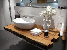 Vanity - wooden beams similar great projects and ideas as pictured in the picture . Beautiful Bathrooms, Modern Bathroom, Small Bathroom, Bathroom Renos, Ceramic Decor, Bathroom Inspiration, Home Remodeling, Sweet Home, Sink